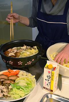 「寄せ鍋」これからの季節はお鍋が一番!ひと足お先にいただきました。