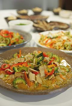 「ゴーヤチャンプル」を味噌と淡口醤油で食べ比べてみました!